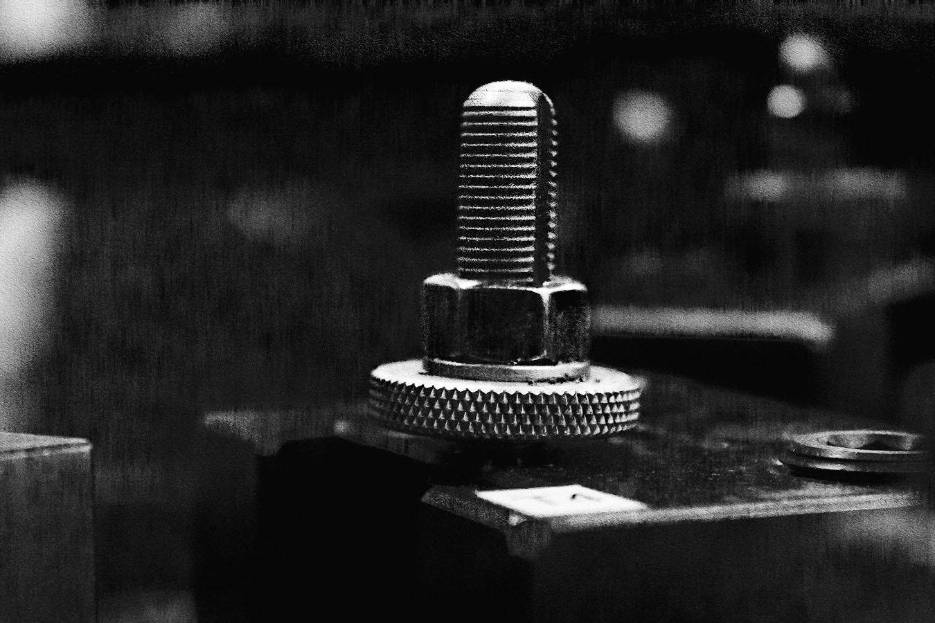 Alberto_Jimenez_Tool_clamp_partingTool_blur_background