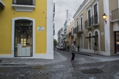 Alexis_Masino_UPenn_Tony_Ward_Old_San_Juan_Puerto_Rico_spring_break_vacation_photo_photography_island_street_stores_colorful_people_tourists_man_beggar