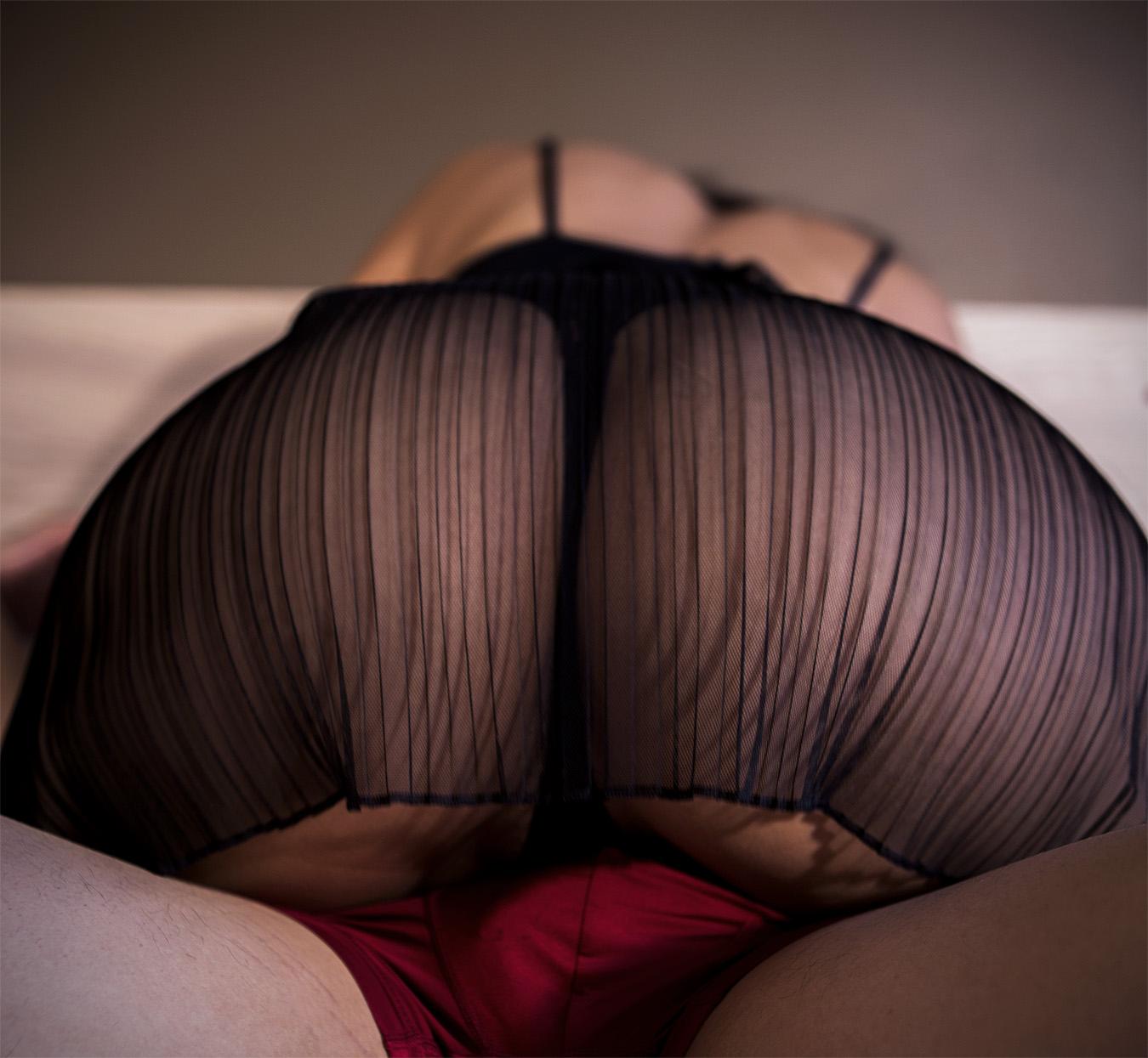 Amber_Shi_erotic_photography_closeup_red_black_devil_angel