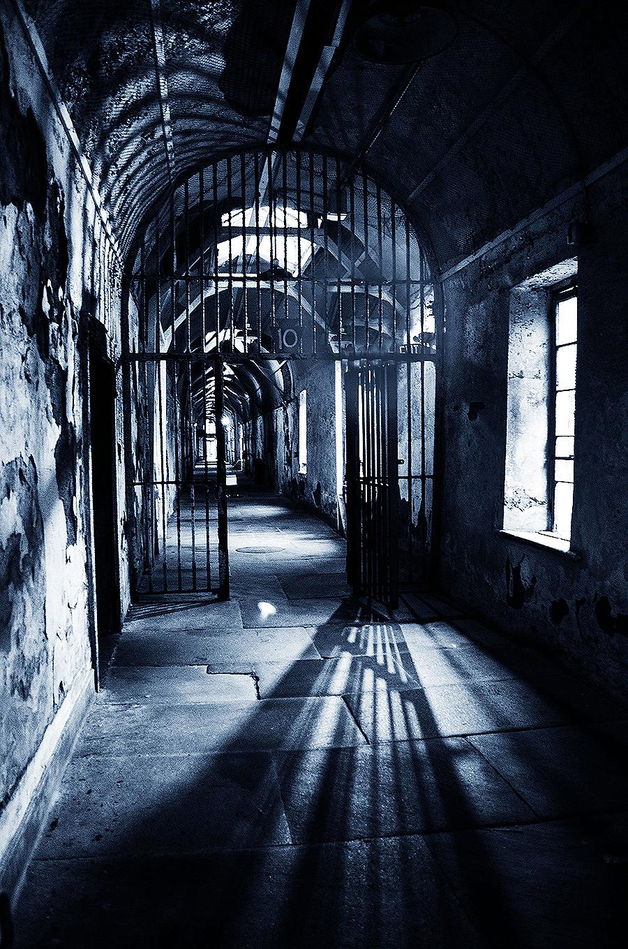Julie_Chu_Cheong_UPenn_photography_Neo_noir_philadelphia_old_prison