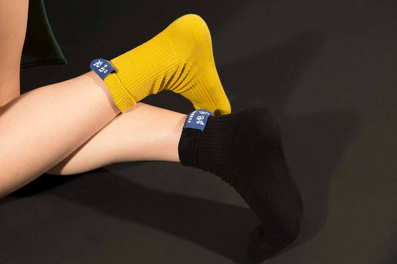 studio_black_yellow_socks