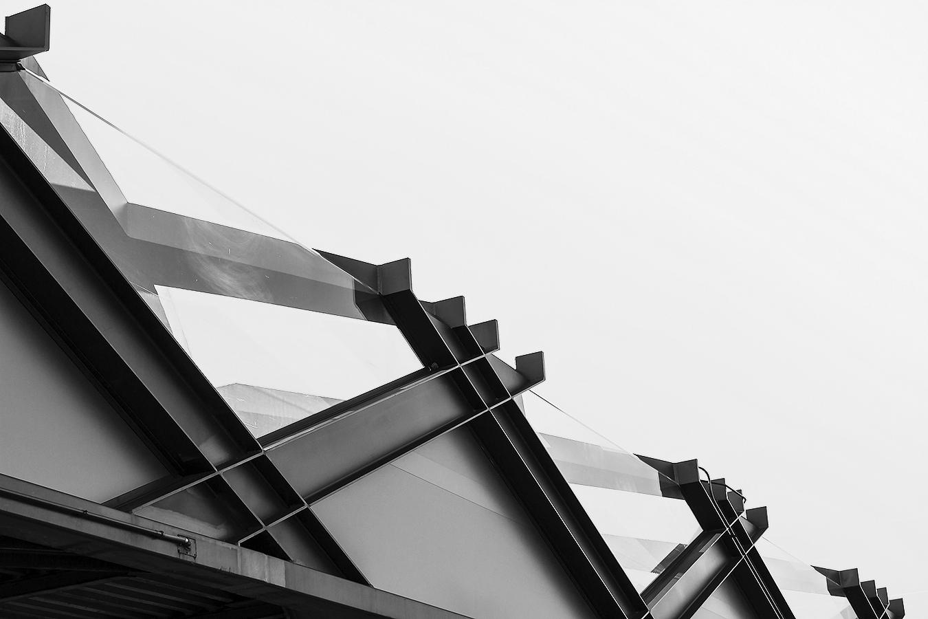 Janelle_Tong_Photography_Tony_Ward_Studio_Individual_Project_UPenn_Penn_Park_Bridges_Skyline_Bridge_Crosses_Sky_Contrast_Black_and_White_Minimalist_2