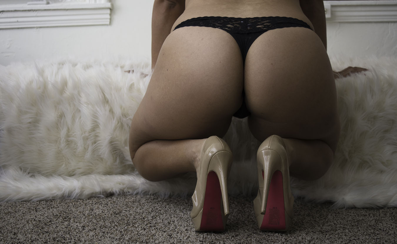 JOY_LEWIS_EROTIC_HEELS_BLACK_THONG