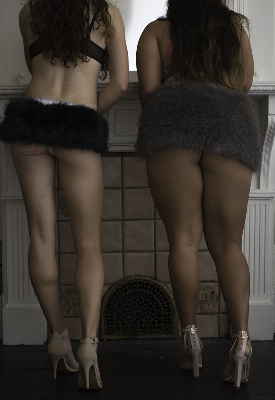 JOY_LEWIS_EROTIC_HEELS_FUR_GIRLS_MIRROR