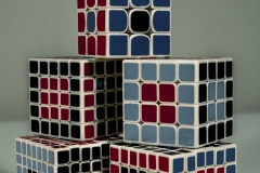 JULIA_CHUN_CUBES_BLUE_RED_BLACK_SHAPES_CYAN_MOOD_PASTEL_TOWER_STACK