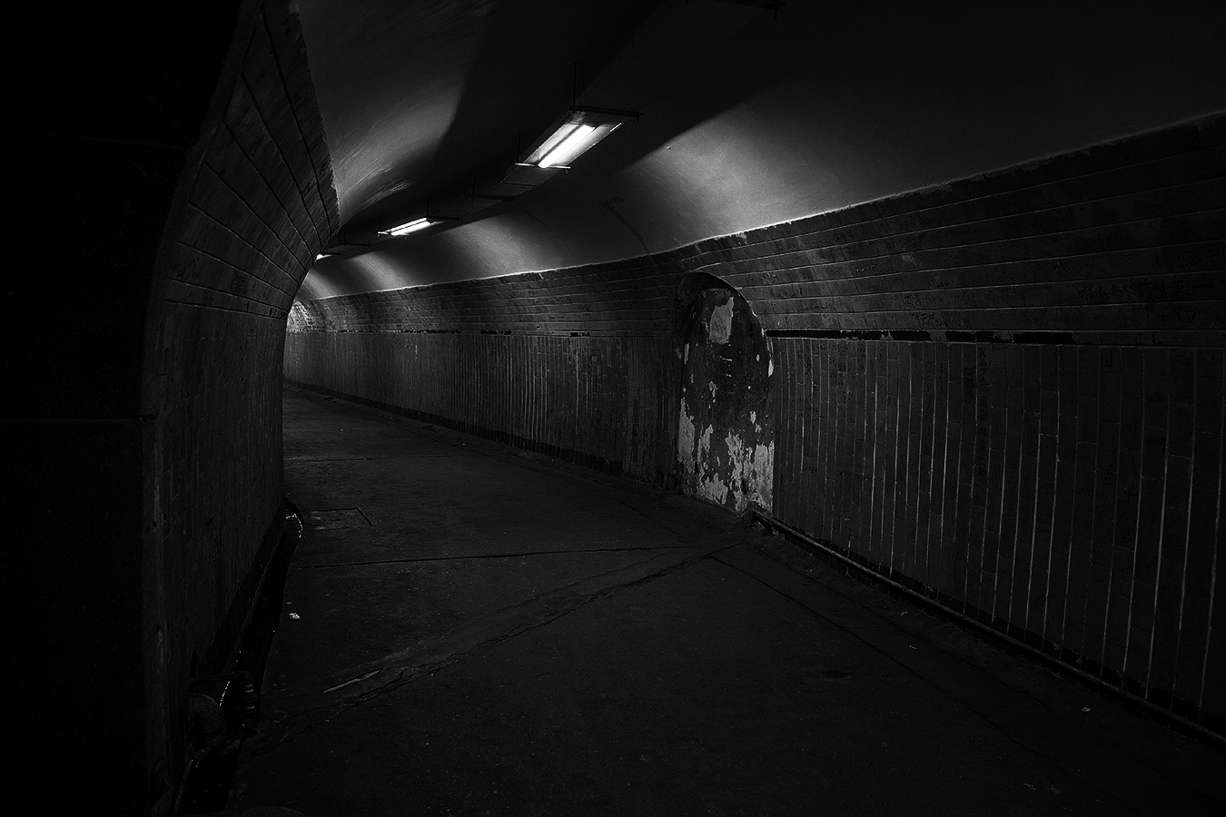 Linda_Ruan_canal_light_shadow_black_and_white