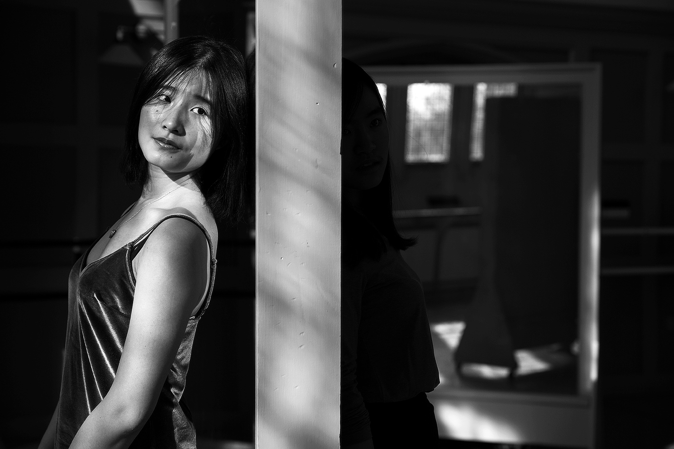 Linda_Ruan_contour_in_the_dark_another_self_black_and_white