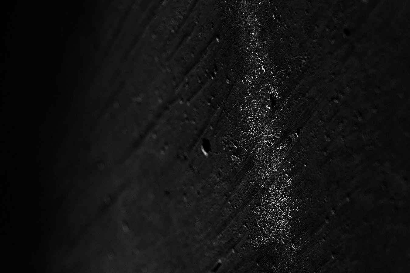 Linda_Ruan_black_and_white_photography_wall_texture_abstraction