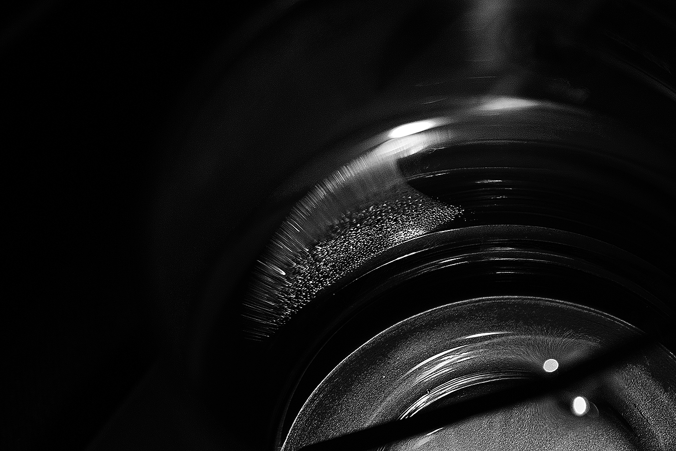 Linda_Ruan_still_life_black_and_white_photography_water_glass_abstraction