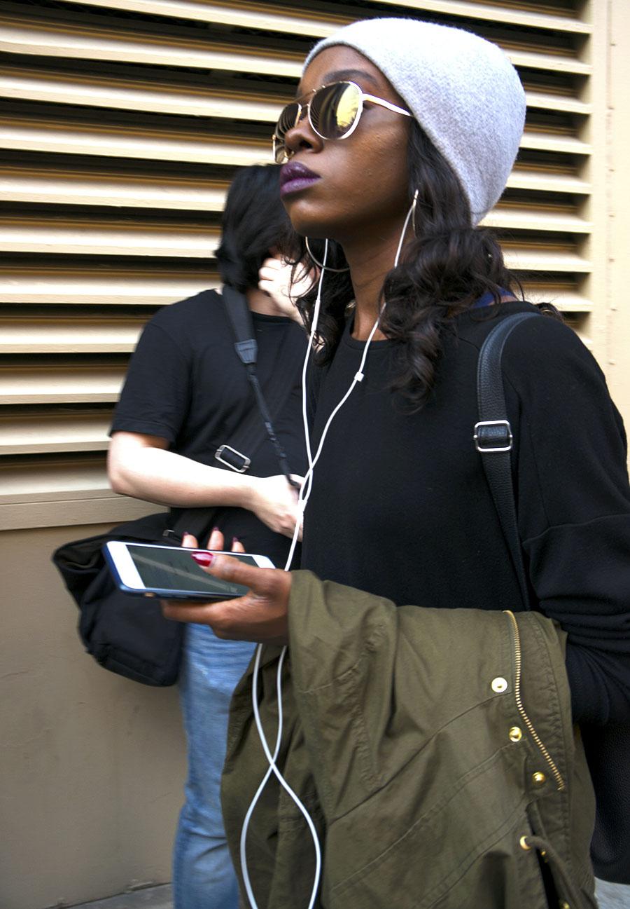 Noa_Baker_street_fashion_photography_new_york_ear_phones