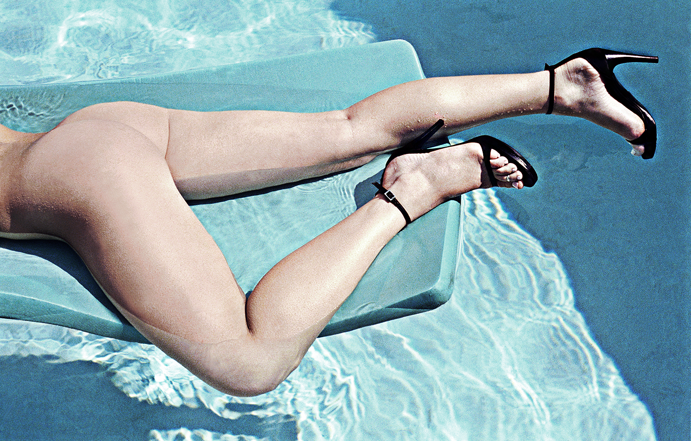 Tony_Ward_fashion_erotic_photography_pool_nude_stilettos_legs_