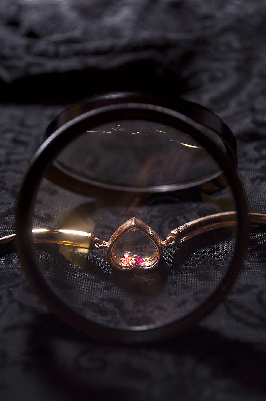 Rebecca_Huang_still_life_photography_dark_velvet_accessories_bracelet_jewelry_lens_magnifying_reflection_heart_gold_jewels_floral