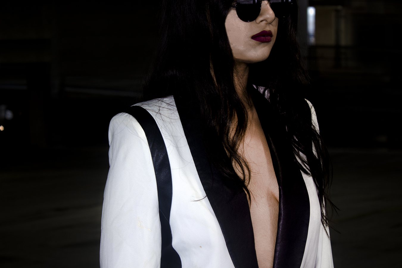 RIA_VAIDYA_EDITORIAL_FASHION_JACKET_COAT_SKY_GIRL_EDGE_SUNGLASSES_WHITE_BLACK_MONOCHROME_DEPTH