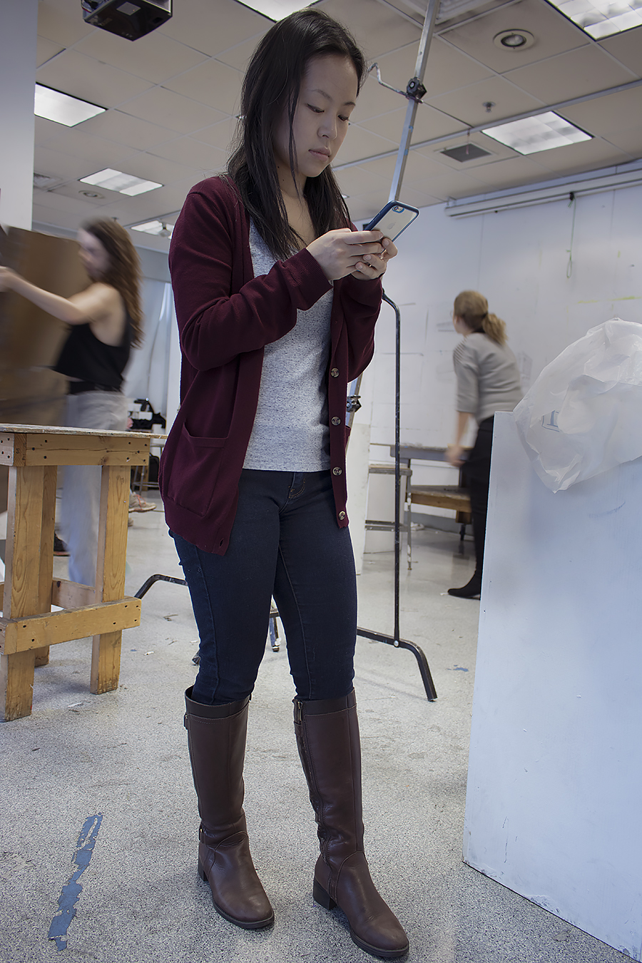 Tyler_Ling_photography_finearts_drawing_cellphones_absorbed_standing_fixed_socialmedia_texting_neuroscience_Cathy_Shao_Penn_sideshot_unaware