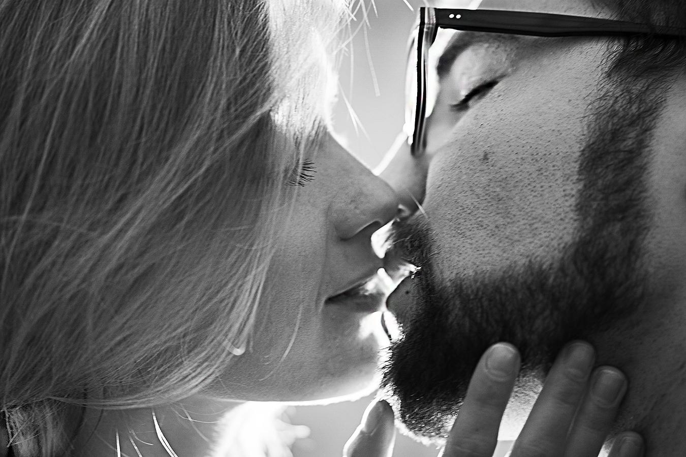 Remy_Haber_kiss_love_lovers_erotic_kissing_black_white_finger_beard