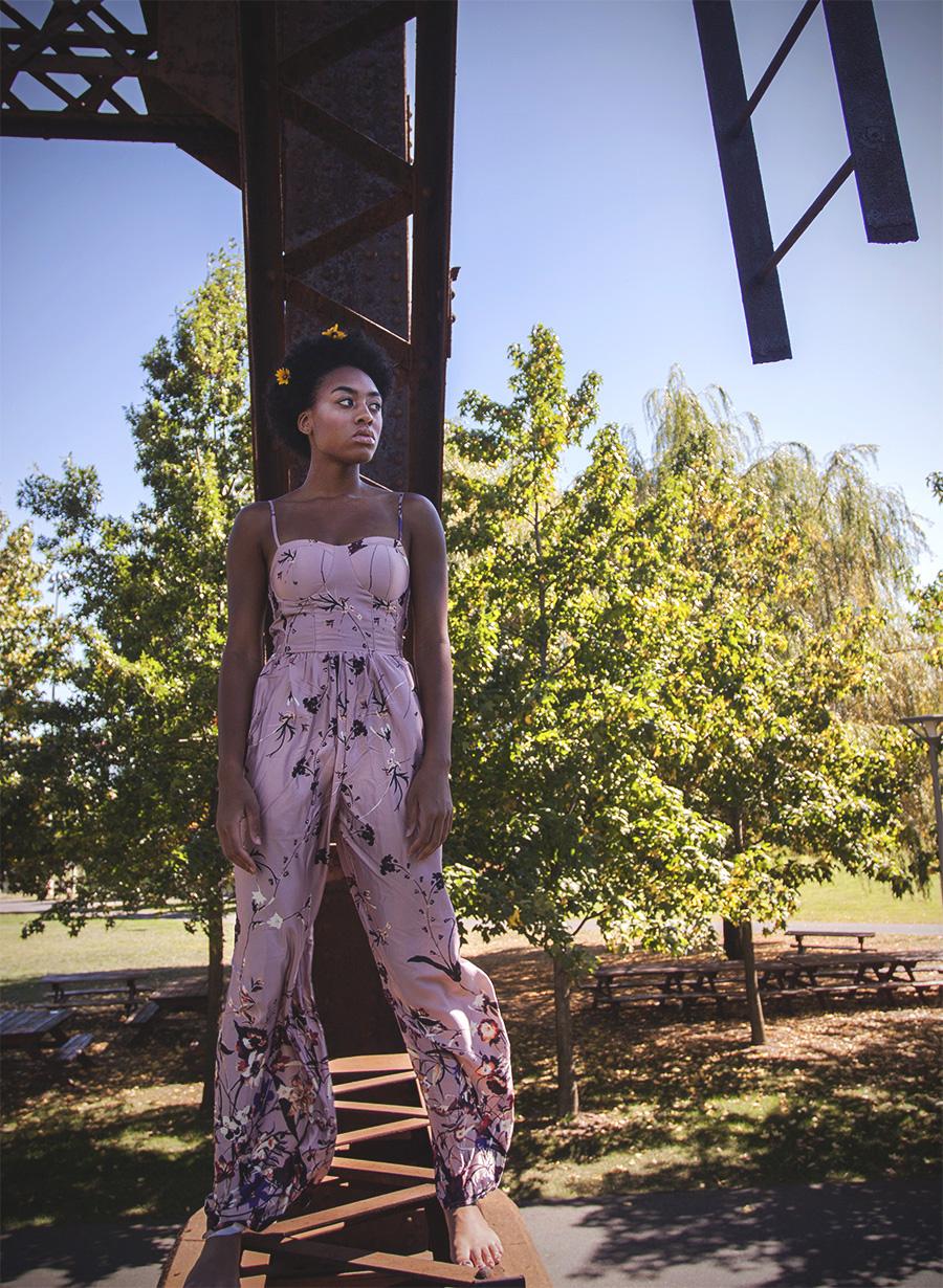 Amber_Shi_blush_fashion_cosmetics_makeup_outdoors_sunlight_sexy_light_asian_youth_young_women_college_life_fashion