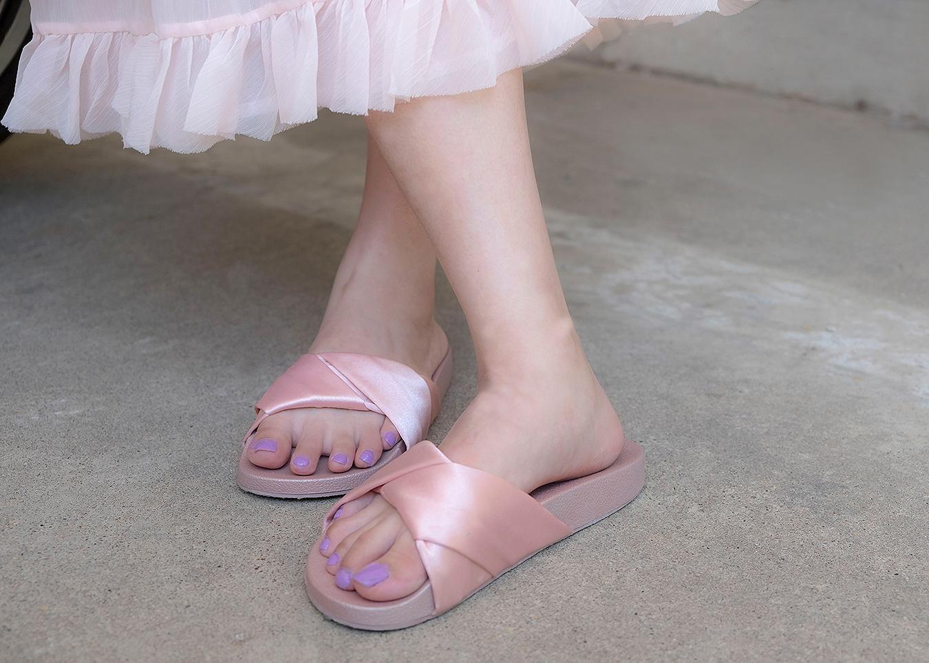 RONGRONG_LIU_STREET_fashion_photography_modern_toe_nail_polish