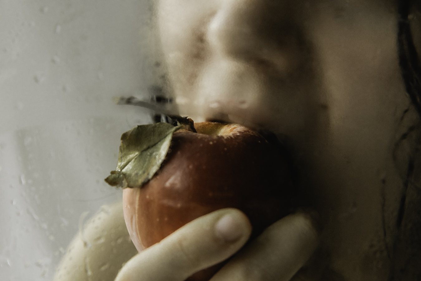 ALEXIS_MASINO_UPENN_TONY_WARD_STUDIO_FASHION_PHOTOGRAPHY_EROTIC_EROTICA_HESPERIDES_DYPTIQUE_GARDEN_APHRODITE_NYMPH_GIRL_WET_WATER_GLASS_NUDE_SKIN_APPLE_GOLDEN_BITE_MOUTH_HAND_TOUCH