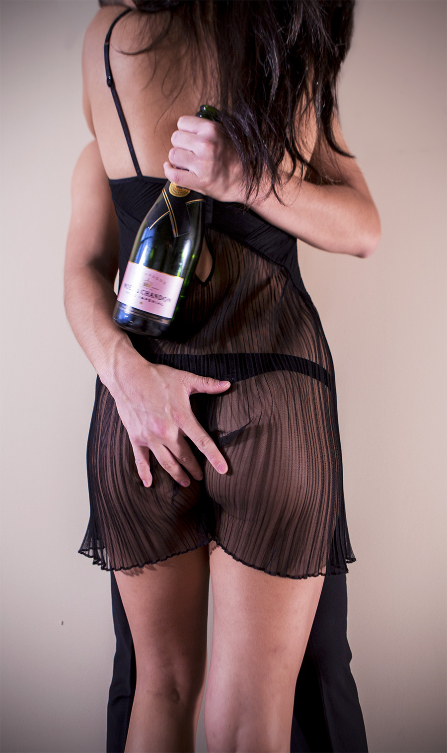Amber_Shi_erotic_photography_Moet_Champagne_butt_sexy_makeout_couple