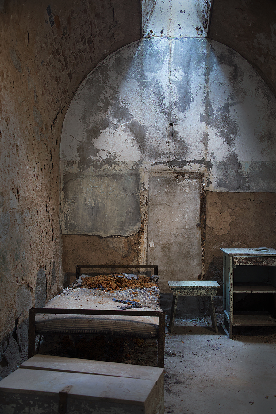 Zoe_Photography_EasternStatePenitentiary_Philadelphia_TheLostPast_Blue_Life_Bitterness