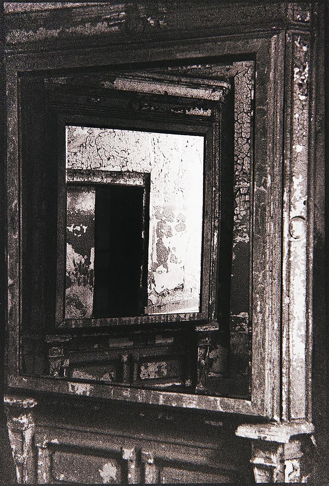 med-Aja_Butane_Photography_UPenn_Tony_Ward_Studio_old_prisons_Eastern_State_Penitentiary