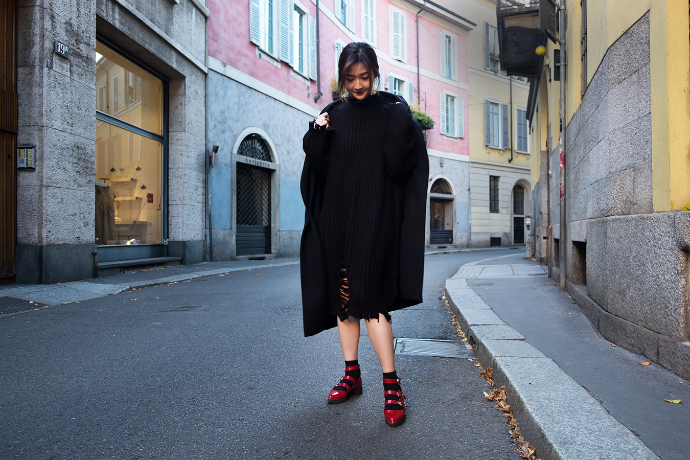 black_oversized_sweater_milan_street