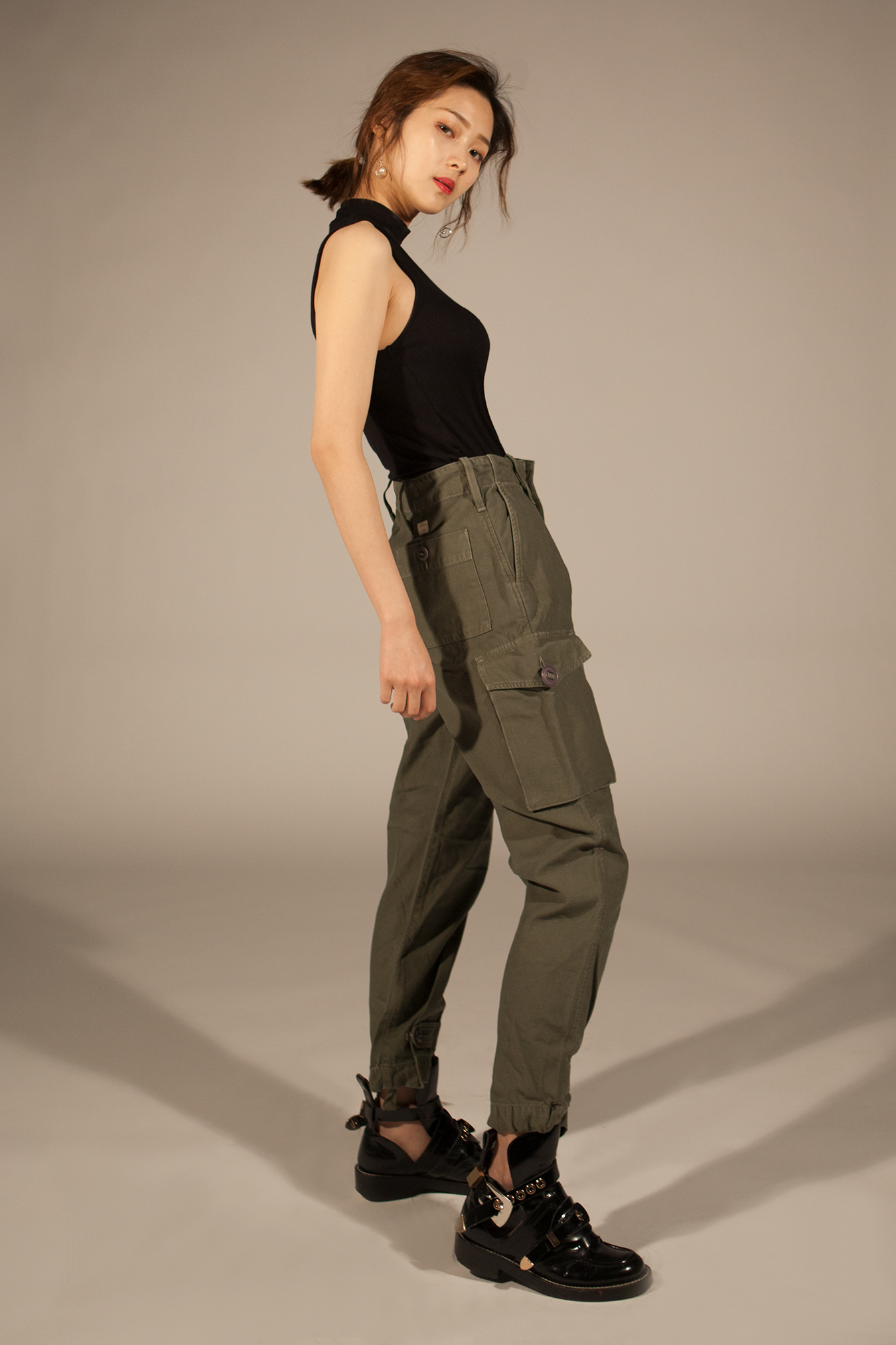 studio_cargo_pants_side
