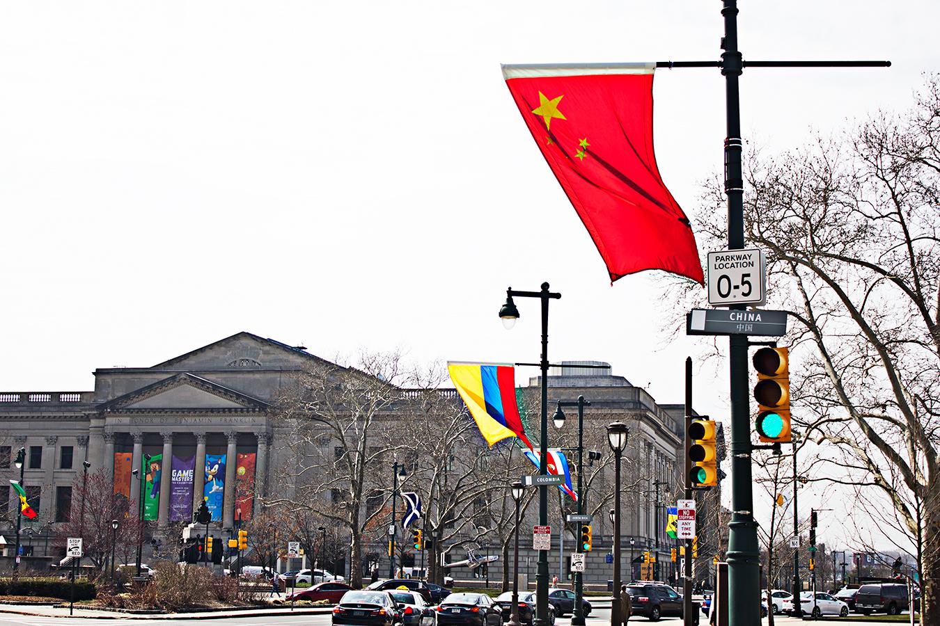 Fangyi_Fan_Chinese_Flag_JFK_Avenue