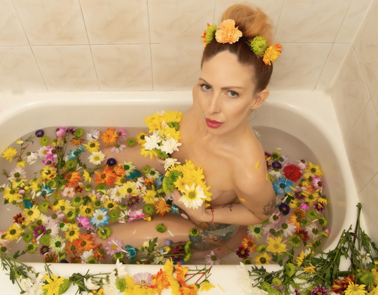 Frank_Siegel_Katie_Kerl_beauty_shot_bathtub_flowers