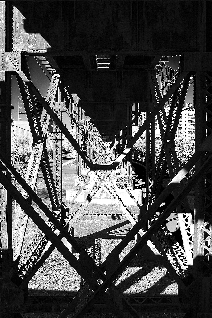 Janelle_Tong_Photography_Tony_Ward_Studio_Individual_Project_UPenn_Penn_Park_Bridges_Railroad_Tracks_Underneath_Rust_Structure_Black_and_White_2
