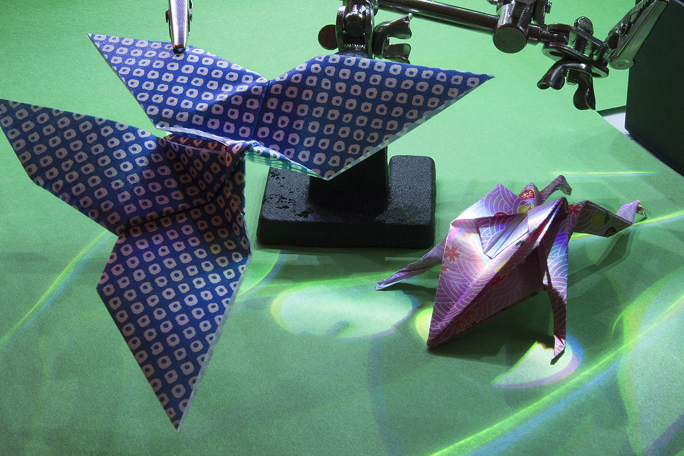 10_Fly_And_Frog_Jonathan_Tang_UPenn_Tony_Ward_Studio_Butterfly_Frog_Long_Exposure_Low_Light_LED_Optics_Origami_Paper