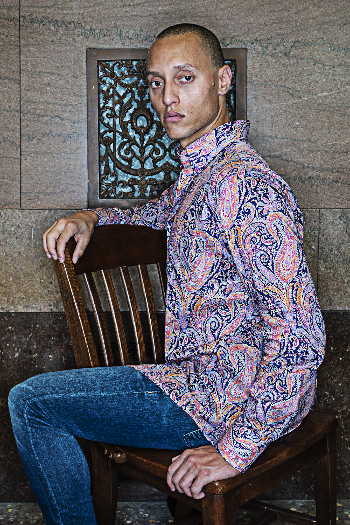 Tony_Ward_Studio_article_Julian_Domanico_courtroom_city_hall_old_school_shirtmakers_new_york_blue_jeans_paisley