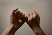 Karen_Liao_photography_homecoming_friends_pinky_promise_hands