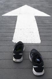 Karen_Liao_photography_homecoming_running_arrow_shoes_forward
