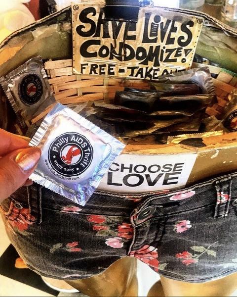 Katie_Kerl_Valentines_Day_Article_heart_dessert_condoms