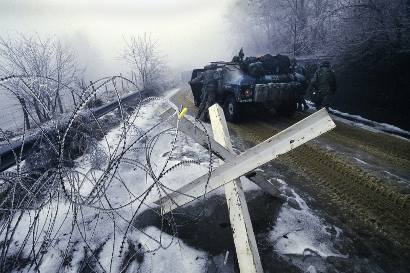 Tank_batalion_winter_barbed_wire
