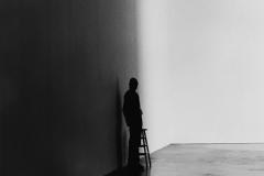 Linda_Ruan_depressed_girl_black_white_chirascuro_lonely_man_silhouette