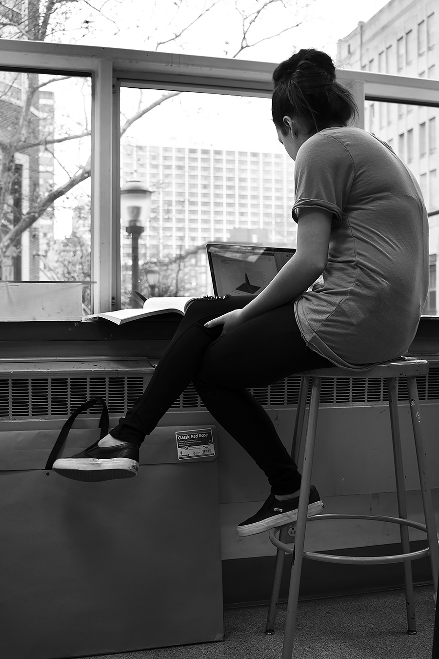 Tyler_Ling_photography_finearts_computers_absorbed_engineering_Lauren_Glenn_indoors_Penn_backshot_unaware_black_white