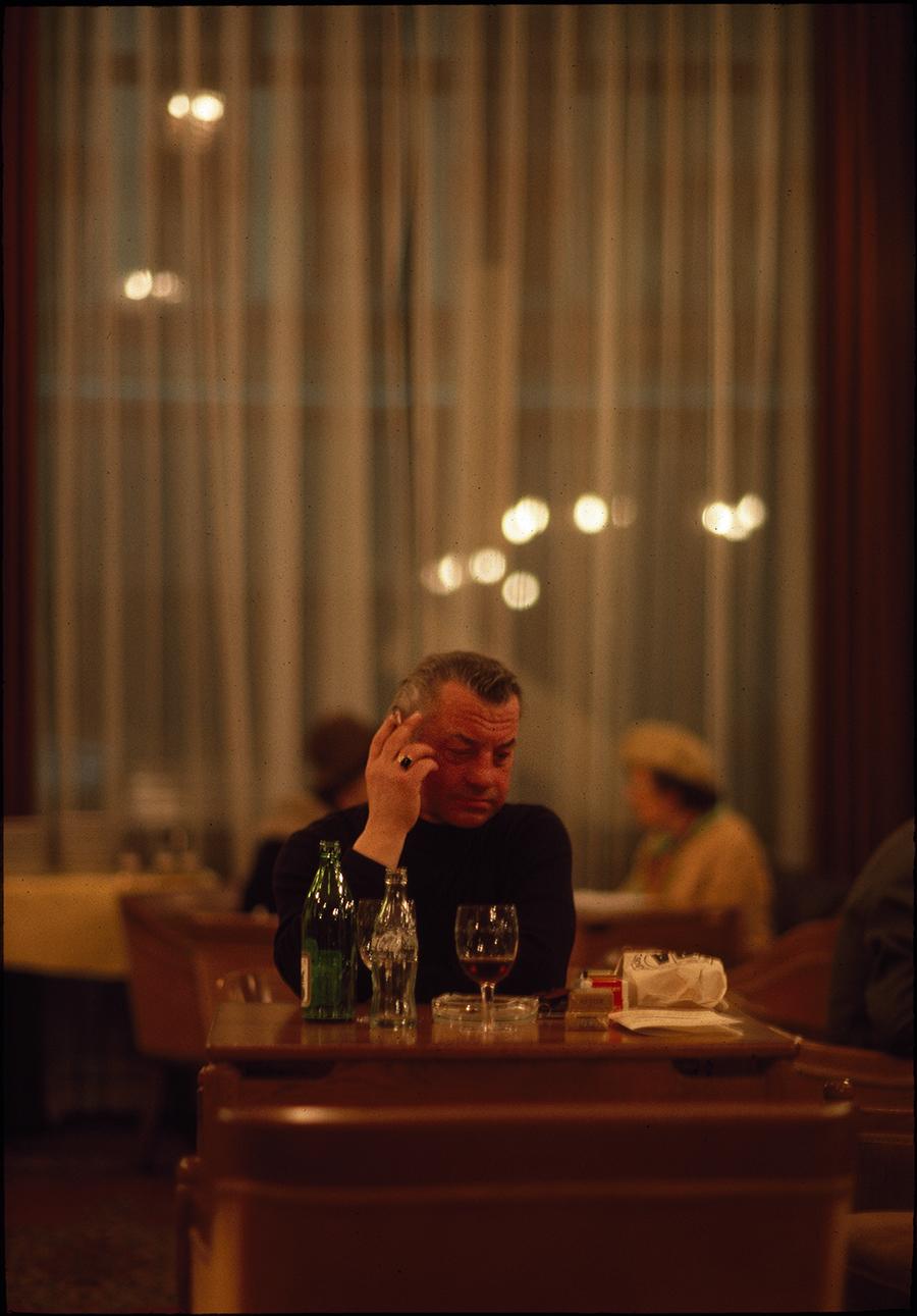 Tony_Ward_Photography_Lonley_Man_Budapest_Hungary_1983_light_table_hotel_Astoria