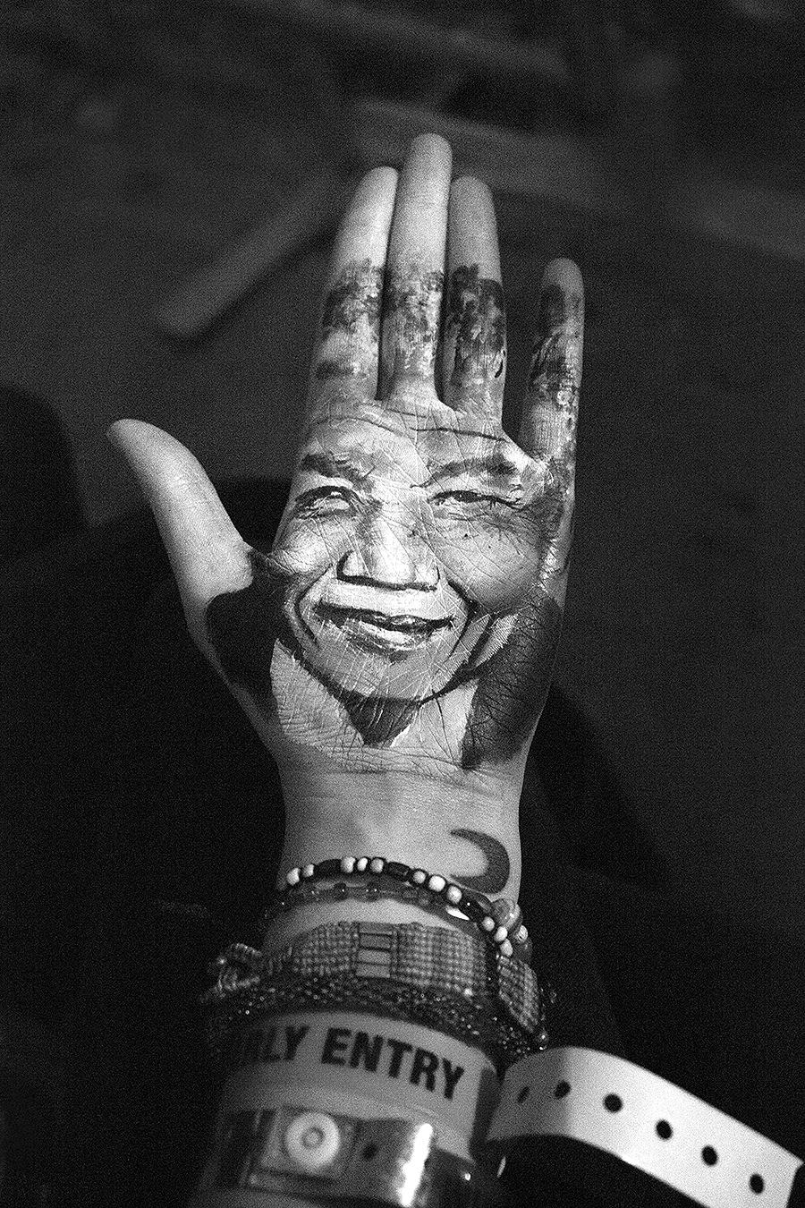 Catherine_Quigley_Photo_Tattoo_henna_Hand_Ink_fashion_body_art_decorating_body_Tony_Ward_studio