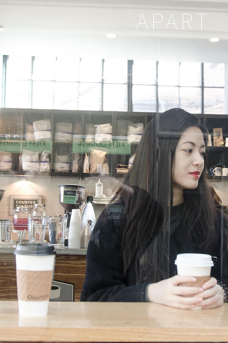 JINGWEN_FELIX_QIANG_APART_PHOTOGRAPHY_FASHION_ADVERTISEMENT_YOUNG_WOMEN_MINIMALISM_URBAN_asian_market_overcoat