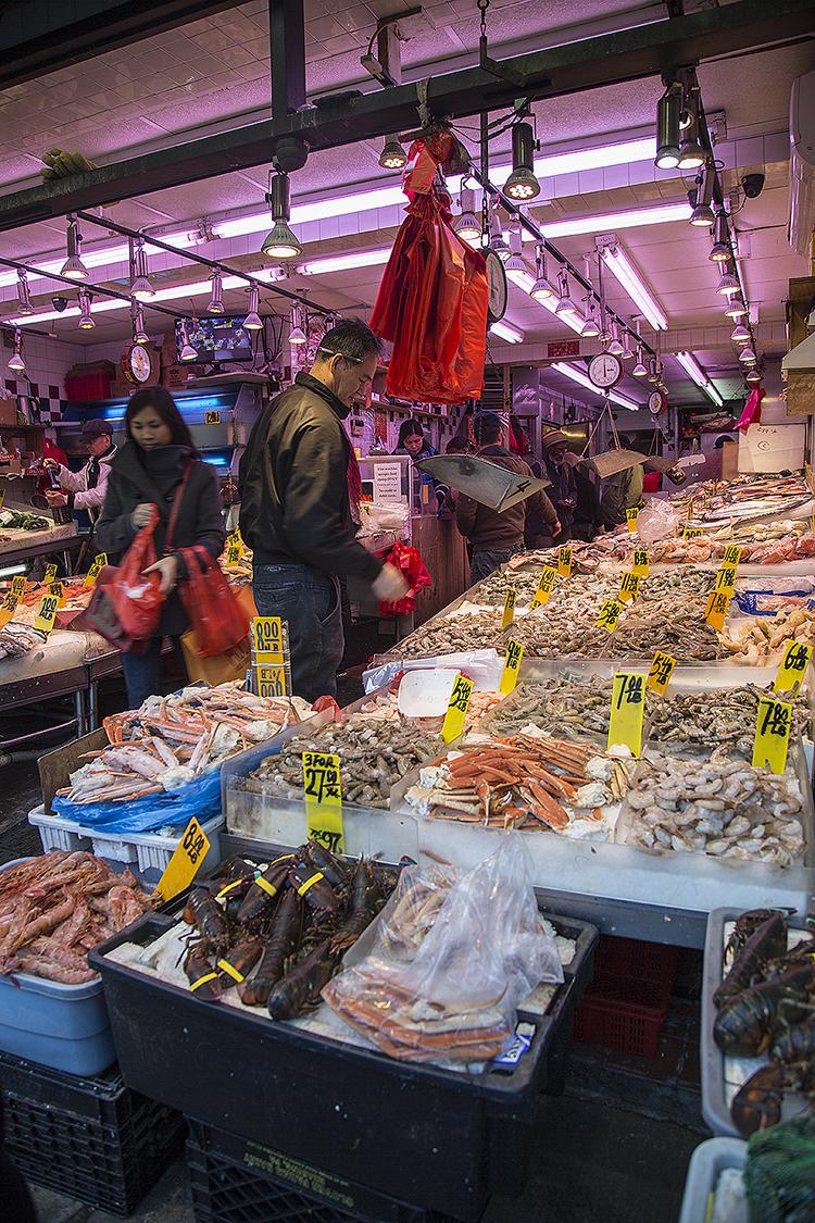Yiran_Zhang_Wharton_Senior_Friday_Chinatown_NewYork_fish_market_seafood_vendor