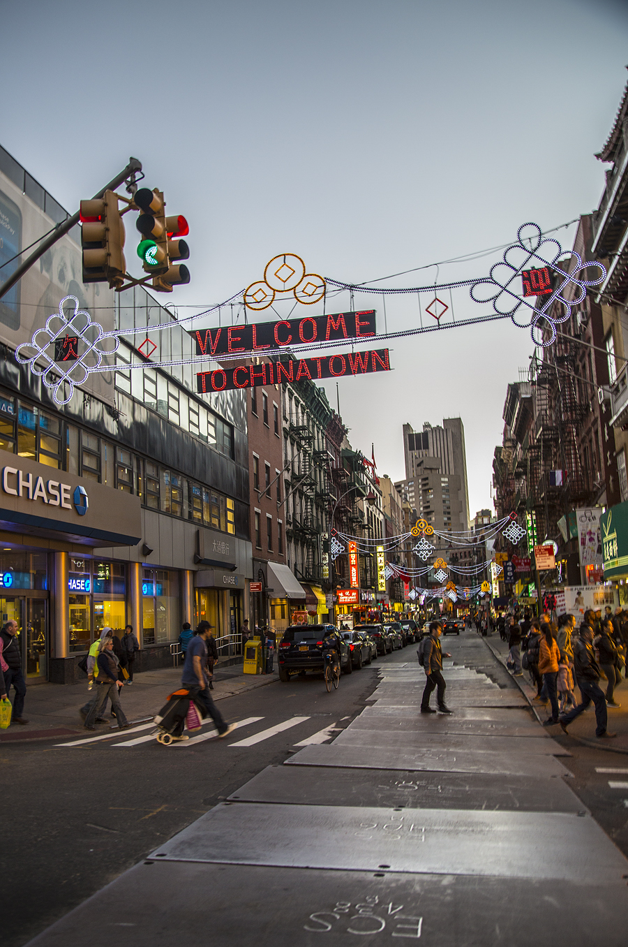 Yiran_Zhang_Wharton_Senior_Friday_Chinatown_NewYork_streets_knots_welcomechinatown_lights