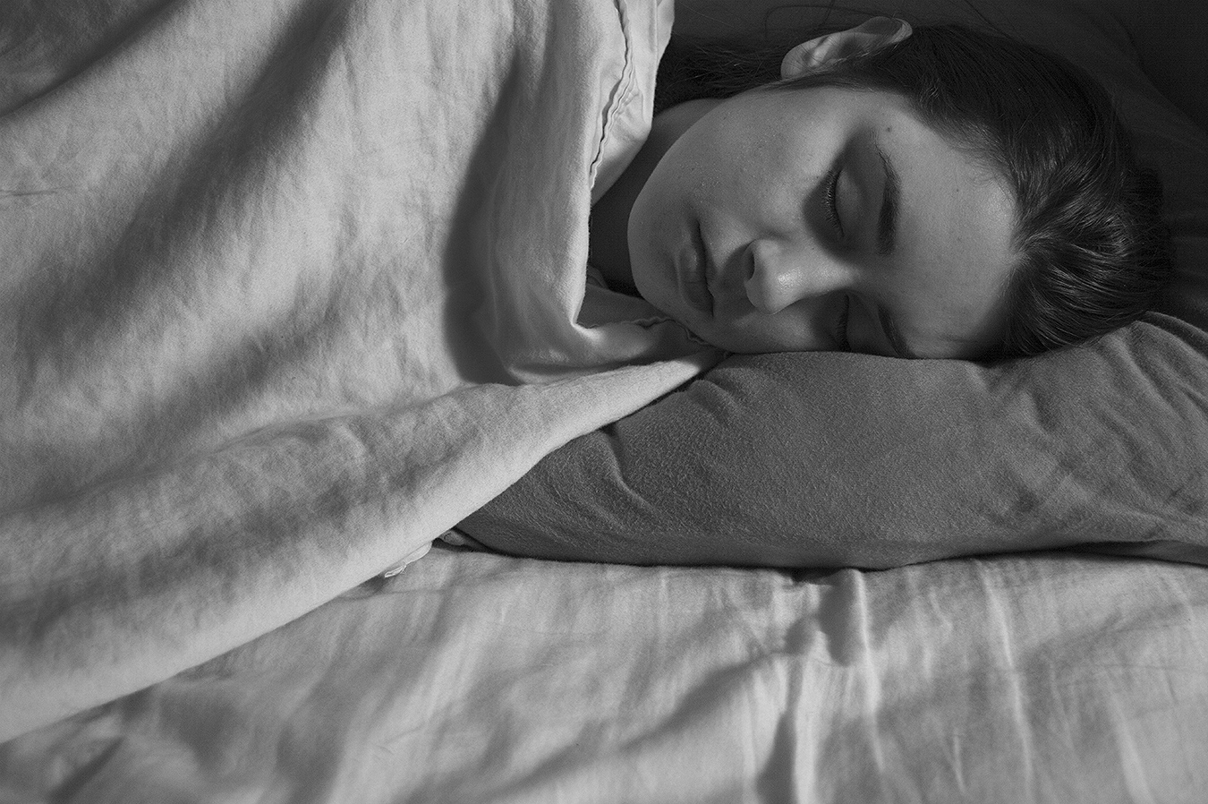 Robin_Sanders_photography_Day2_sleeping_cold_woman_young_college_lifeL