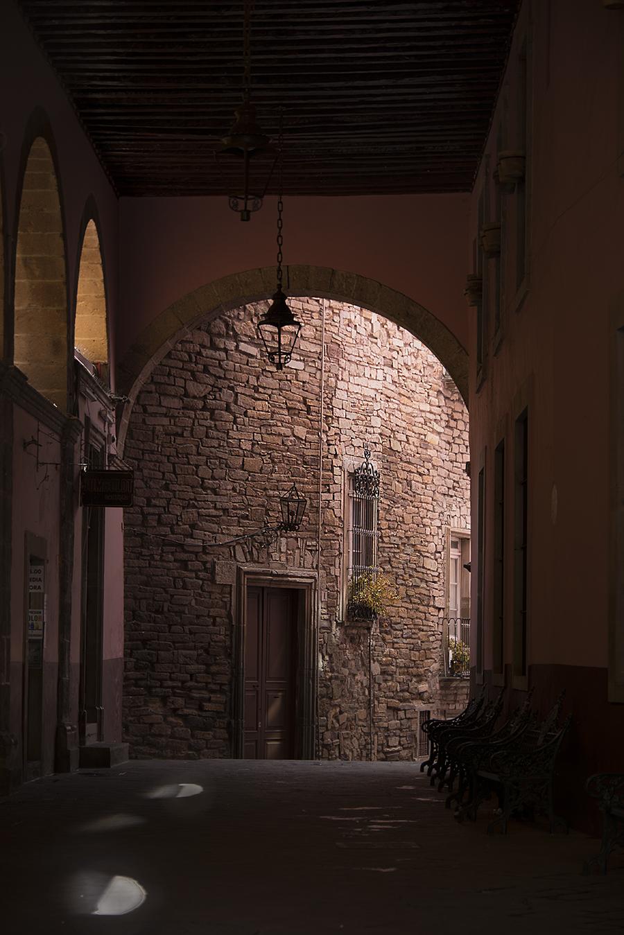 ZoeYunZou_Photography_Architecture_UnderArch_PastAndFuture_Mexico_Guanajuato