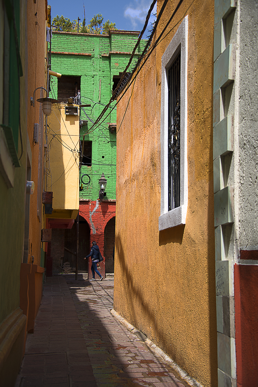 ZoeYunZou_Photography_Guanajuato_Mexico_2016_StraightUp_ColorAndShadow