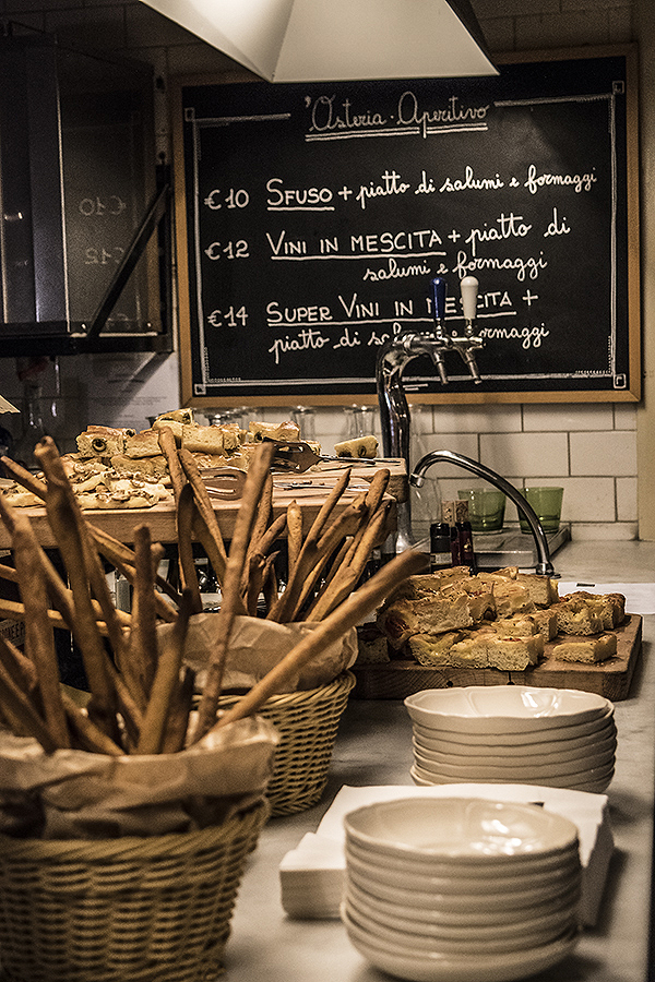 Carolyn_Wong_Photography_Rome_Aperitvo_Gusto_Formaggio_Cheese_Bread_Food_Roma_Italy_Delicious_Yum_Pizza_Dinner