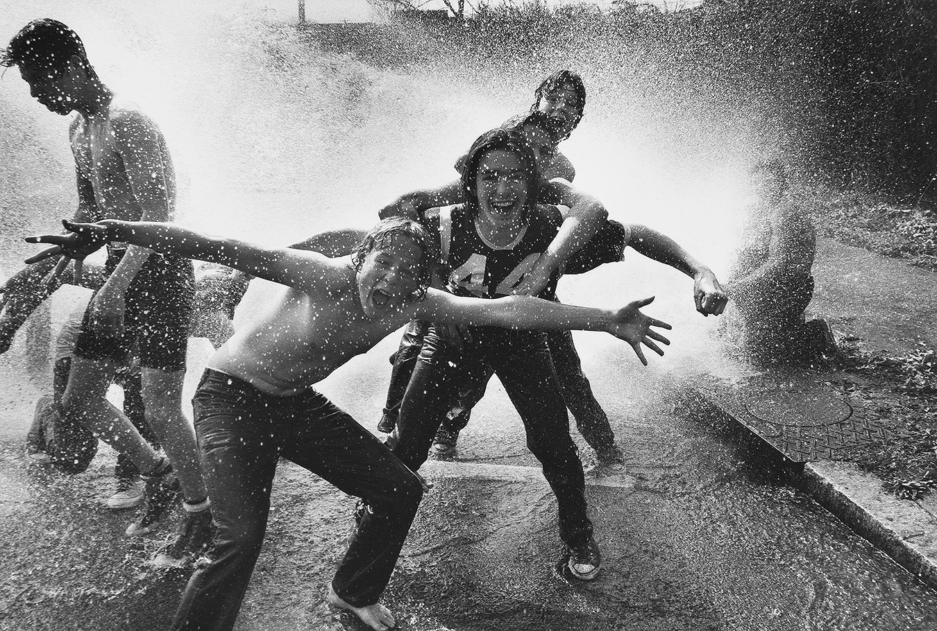 Tony_Ward_photography_fire_hydron_cooling_off_kids_playing_hot_summer_day_Northeast_Philadelphia_wet_jeans_fire_hydron
