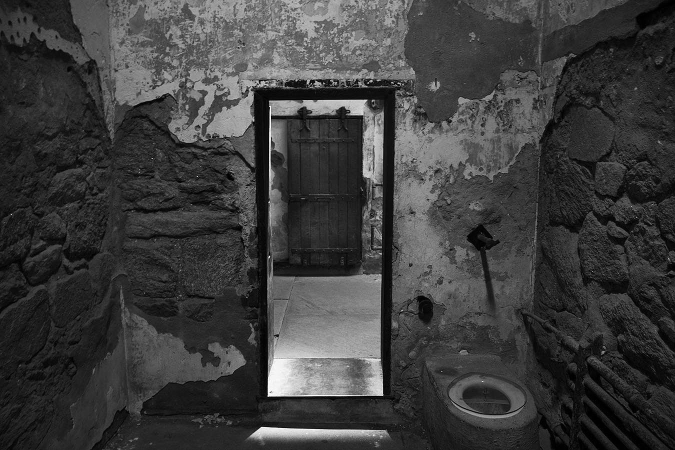 brian_schoenauer_photography_eastern_state_penitentiary_cell_inside_toilet_black_white
