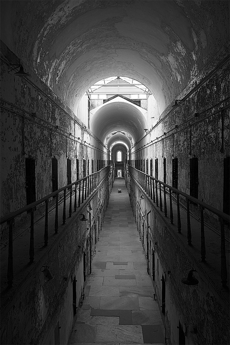 brian_schoenauer_photography_eastern_state_penitentiary_corridor_black_white_tunnel_cells_hallway